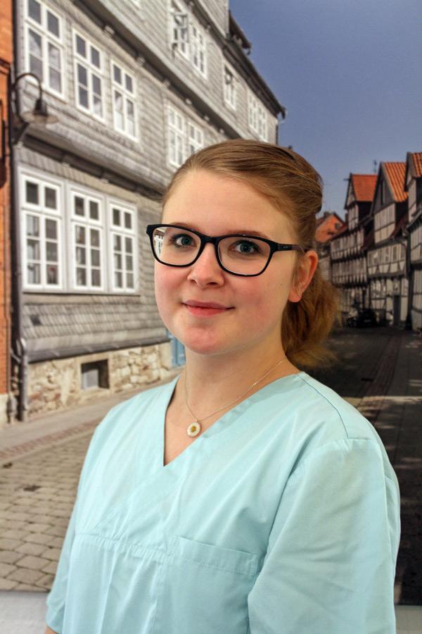 Laura Latham | Zahnarzt Wolfenbüttel